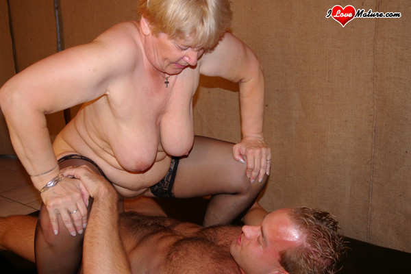 Mamies dans le porno